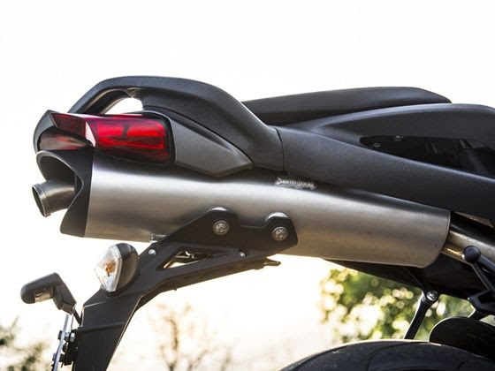 Under seat exhaust of the Benelli TNT 899