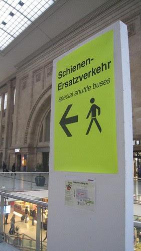 Shuttle bus sign, Leipzig Hauptbahnhof