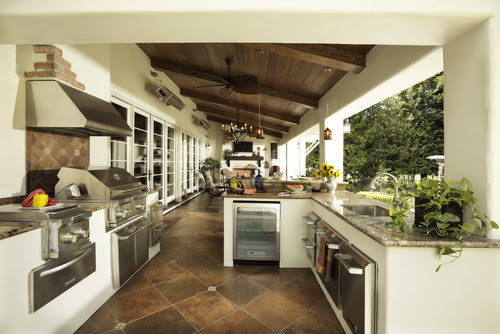 Outdoor Kitchen/Loggia traditional patio