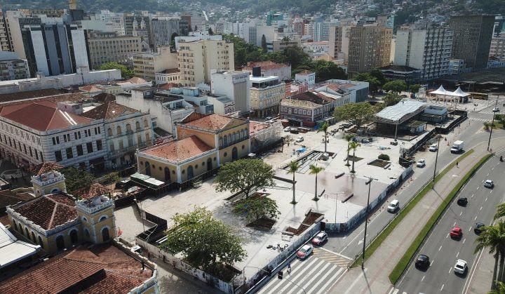 O Largo da Alfândega, em Florianópolis (SC), foi reaberto após revitalização