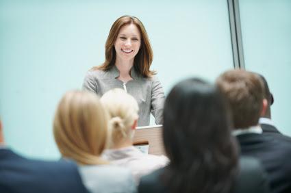 Resultado de imagem para eye contact public speaking