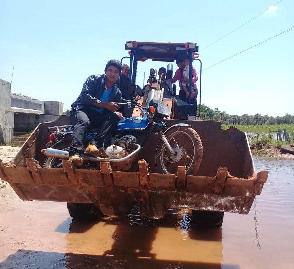 Resultado de imagen para educadores de la escuela Nº 7.577 Vy´a Renda enviaron las fotografías de la estrategias utilizadas para pasar el arroyo Paso Ovecha