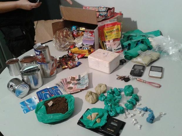Droga foi enviada dentro de uma cesta com produtos natalinos (Foto: Antonio Pinheiro/Divulgação)