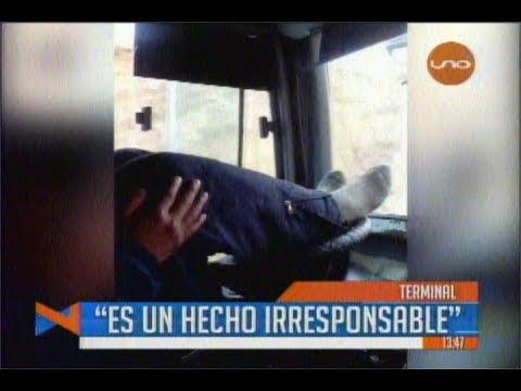 ¡INAUDITO! CONDUCTOR IRRESPONSABLE MANEJA CON LOS PIES, OCURRIÓ EN BOLIVIA