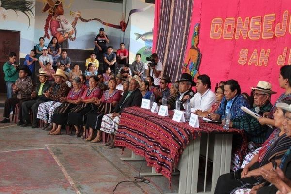 <p>El Consejo de Ancianos durante una asamblea decidió la salida de los judíos de San Juan La Laguna, en Sololá. (Foto Prensa Libre: Archivo) <br></p>