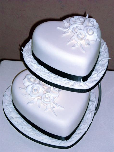 Wedding Cakes Ideas: Heart Design Wedding Cake