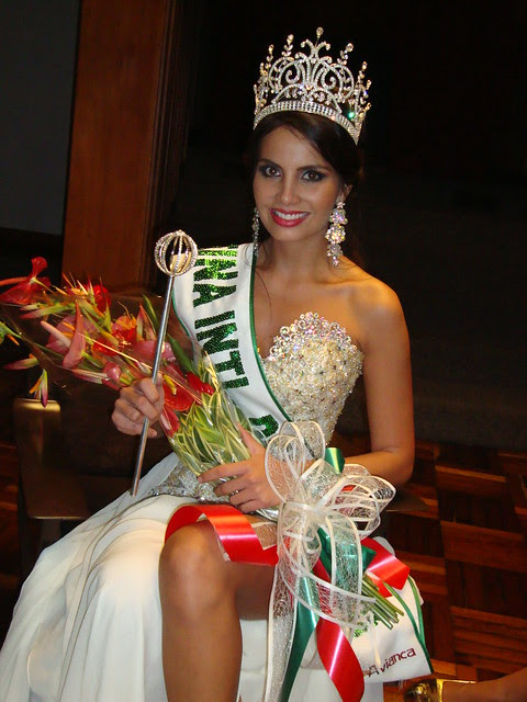 Ximena Vargas como Reina Internacional del Café 2012