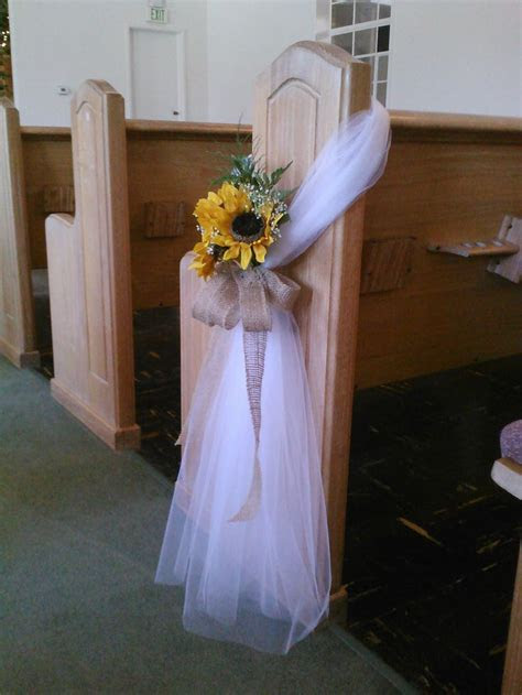 25  best ideas about Tulle Pew Bows on Pinterest   Church