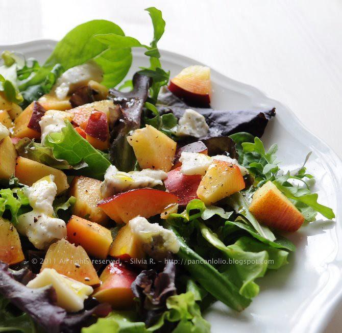 insalata con pesche e gorgonzola