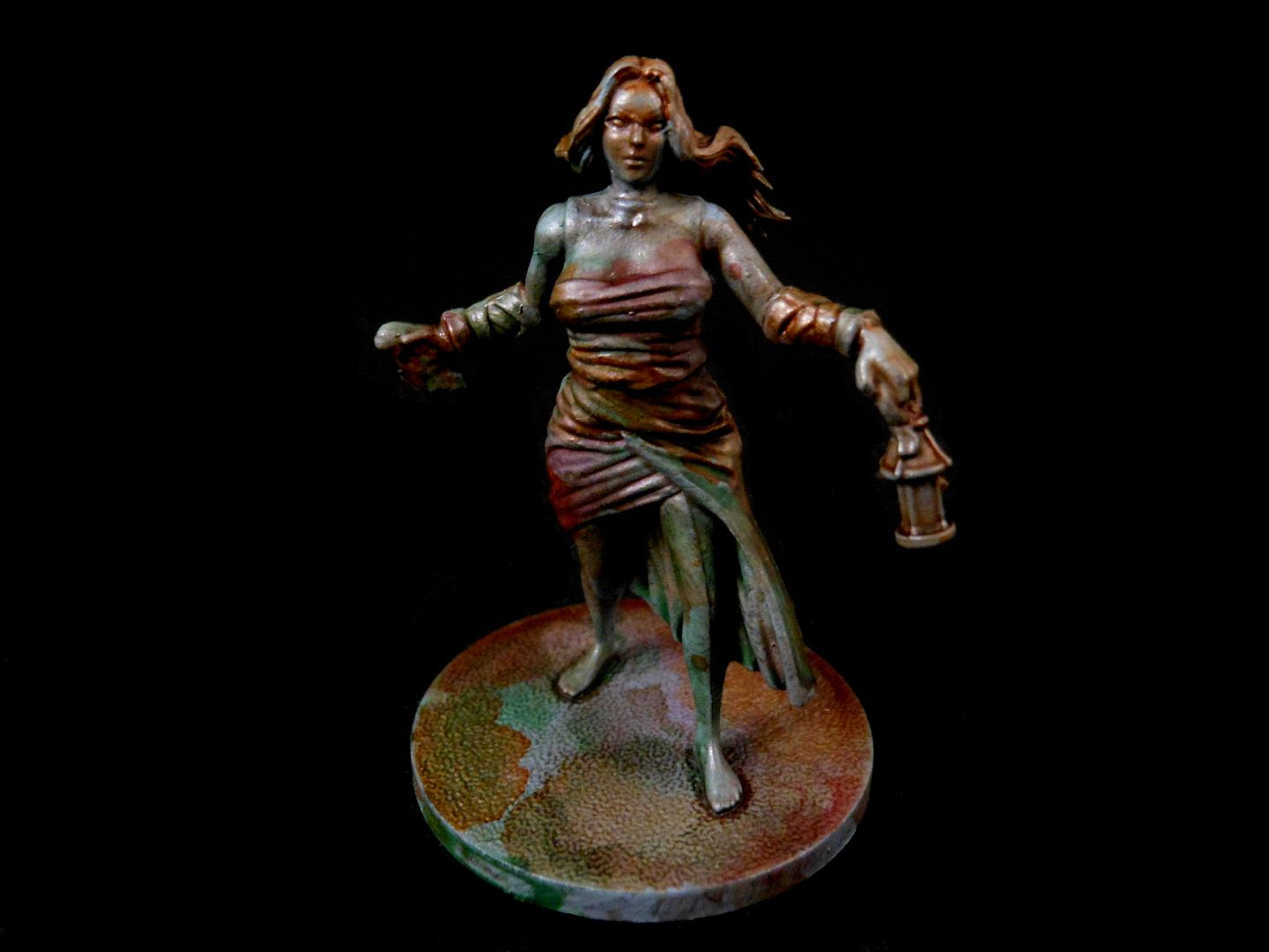 Kingdom Death: Monster female survivor, washed with various brown and green tones.