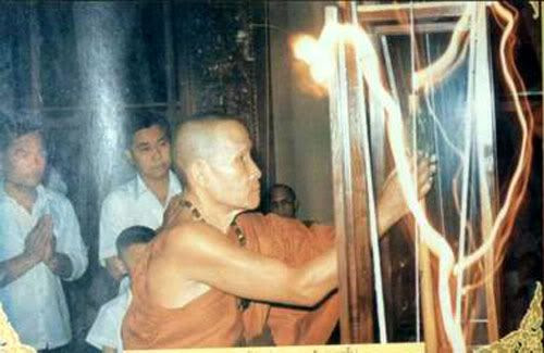 This monk is praying over the body of a tsunami victim, and that wavy beam of light in front of him is supposedly that of the spirit leaving the room.  Either Industrial Light & Magic had a hand in this photo (I'm not being serious), or some supernatural brouhaha is indeed taking place in this photo.  I remember seeing these wavy beams of light in the two Ghostbusters films.  Anyways...
