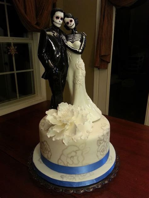 Day of the Dead Wedding Cake for a New Orleans wedding