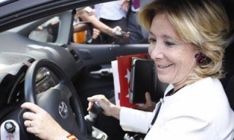 La expresidenta de la Comunidad de Madrid, Esperanza Aguirre, en coche, en una imagen de archivo.
