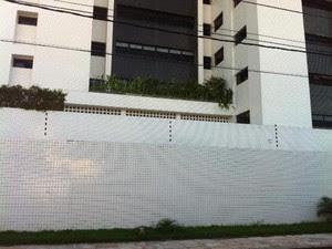 Miguel Josino caiu da varanda do apartamento do 1º andar (Foto: Fernanda Zauli/G1)