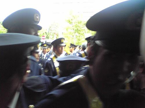 Police keeping things control during Hu Jintao's Waseda University visit