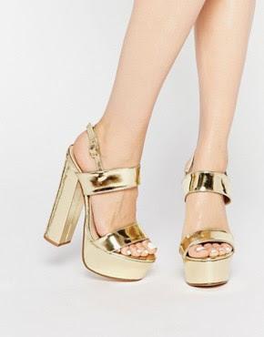 Sandalias de tacón de plataforma en dorado Shakira de Public Desire