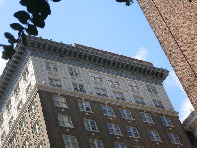 IMG_2289-2013-07-18-Cornice-Lions-Winecoff-Hotel-now-Ellis-Hotel-Atlanta-north-lions