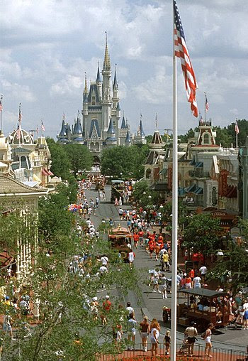 English: Main Street at the Magic Kingdom, Wal...