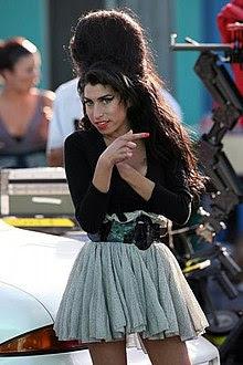 http://upload.wikimedia.org/wikipedia/commons/thumb/7/7b/WinehouseLA.jpg/220px-WinehouseLA.jpg