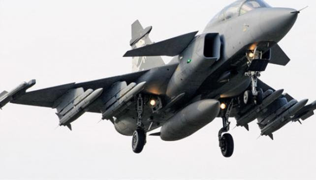 El avión de Saab. Brasil proyecta proveer gran parte del fuselaje, tren de aterrizaje y otros elementos. Si la Fuerza Aérea Argentina compra aeronaves, Fadea podría participar mediante la provisión de partes y piezas.