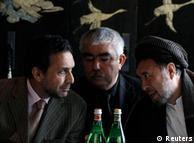 از راست به چپ: محمد محقق، عبدالرشید دوستم و احمد ضیا مسعود رهبران سیاسی مخالف کرزی در کنفرانس برلین.