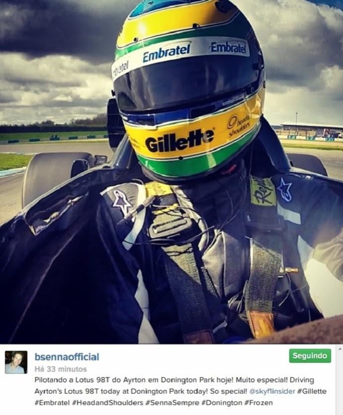 Bruno Senna pilota Lotus 98T de Ayrton Senna em Donington Park (Foto: Reprodução/Twitter)