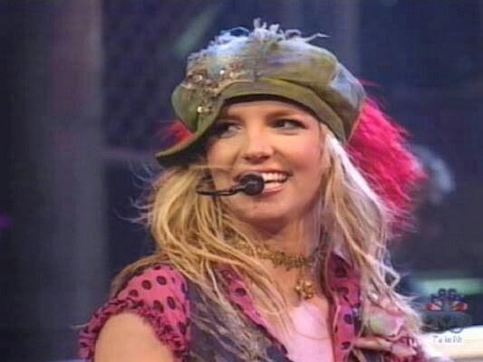 Britney Spears - Boys (Saturday Night Live) (2002)