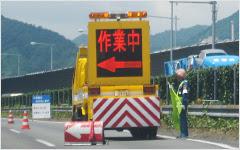 昇降式標識車