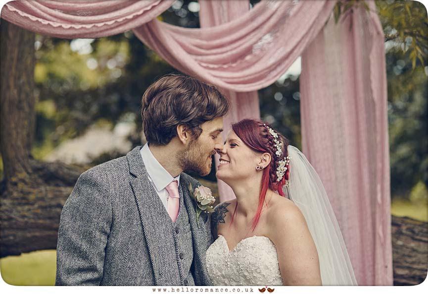 Wedding photos at Barrandov Barn - www.helloromance.co.uk