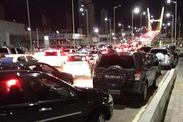 Blitz causou congestionamento na saída do show na Arena das Dunas