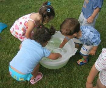 Burbujas de jabon Un par de juegos para disfrutar del verano con los niños