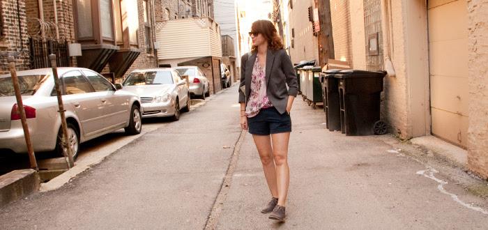 dashdotdotty, outfit blog, how to wear, shorts, blazer, desert boots, fall style, layers, magenta belt