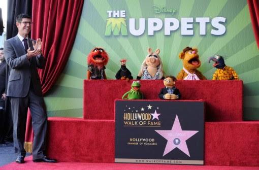 (LR) Walt Disney Studios presidente Rich Ross, partecipa alla cerimonia di inaugurazione star per The Muppets, che sono stati premiati con 2.466 ° stella sulla Hollywood Walk of Fame di fronte al El Capitan Theatre il 20 marzo 2012 a Hollywood, California.  (Photo by Frazer Harrison / Getty Images)