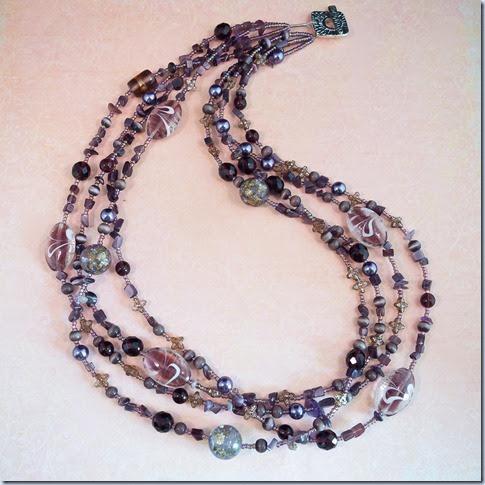 vijolična ogrlica