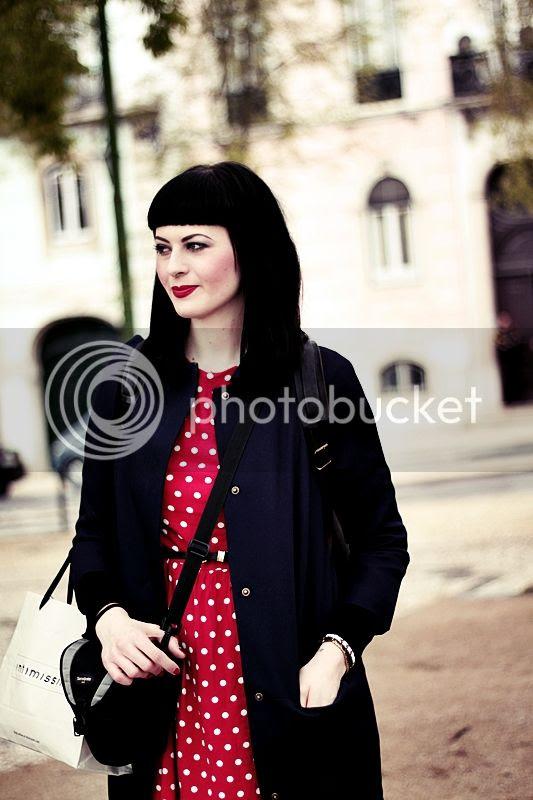 photo LISSABON_LISBON_LISBOA_PORTUGAL_TRIP_TRAVEL_HOLIDAYS_OUTFIT_KLEID_MANTEL_PINUP_DRESS_PUNKTE_ROT_BLOG_HAIR7_zpsc4cd27d8.jpg