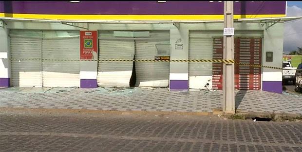 Farmácia ficou parcialmente destruída com a força da explosão (Foto: Reprodução/Inter TV Cabugi)