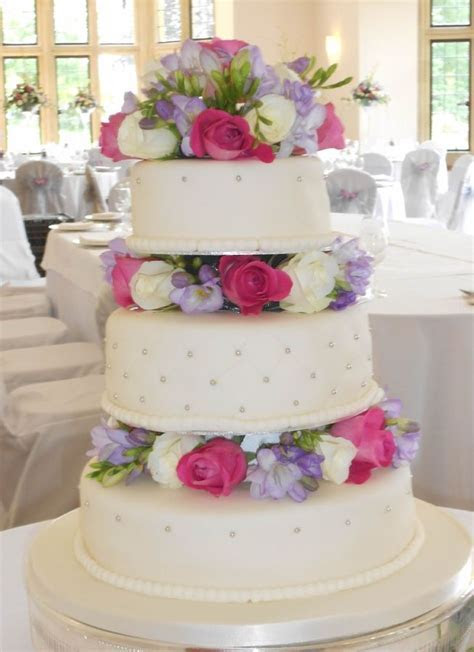 wedding cakes with real flowers   fresh flowers wedding