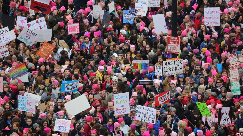 """Miles se congregan para """"Marcha de Mujeres"""" en Washington contra Trump"""