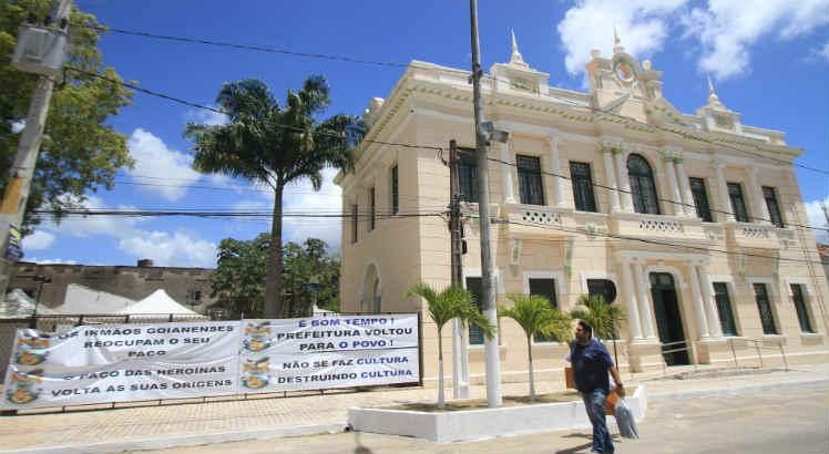 Resultado de imagem para prédio da prefeitura de Goiana ocupação