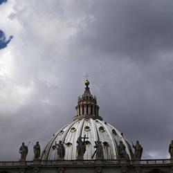 Nubi sul Vaticano