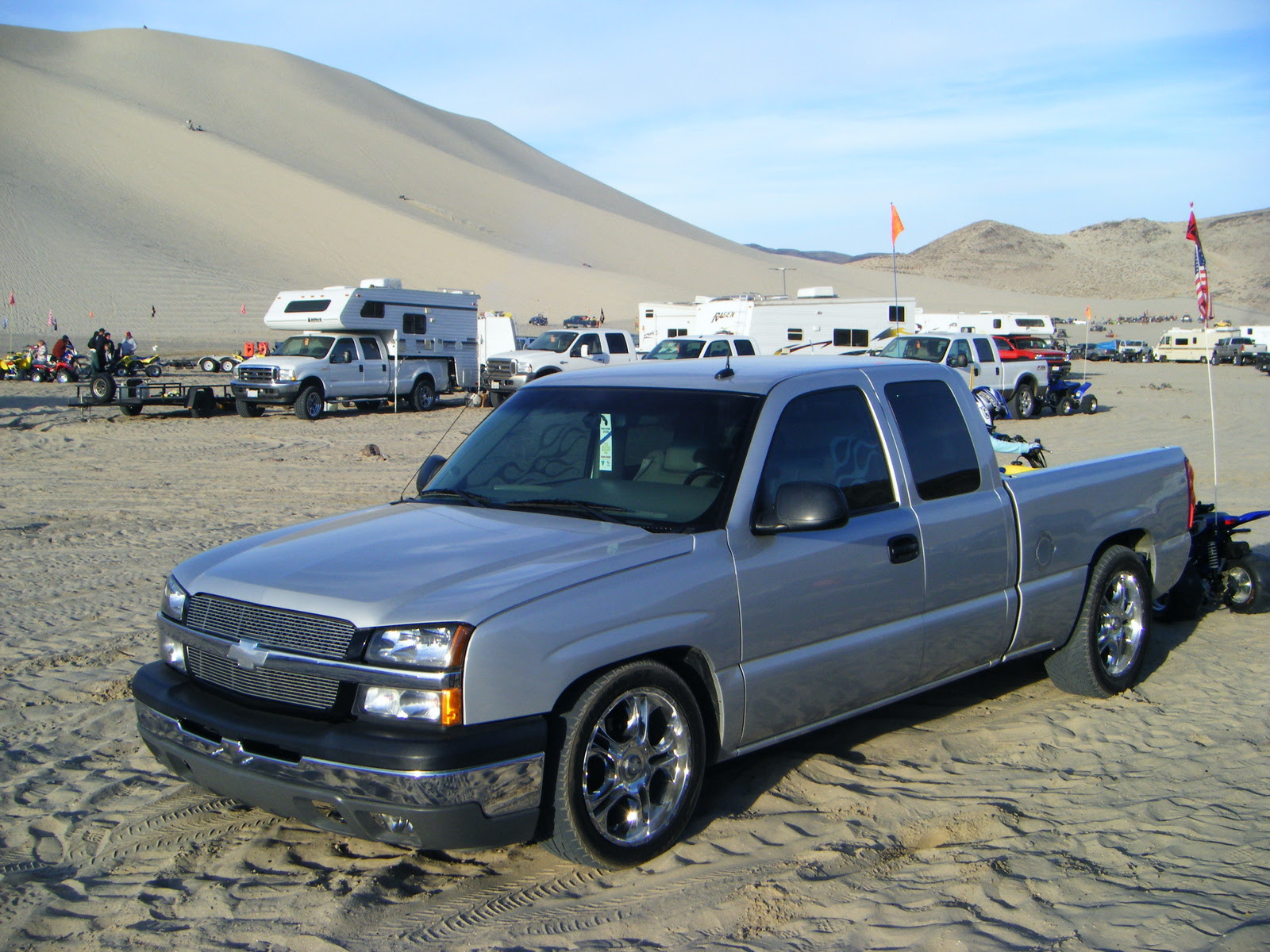 Service Manual besides 2009 Dodge Ram Fuse Box. on 2006 chevy 2500hd .