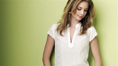 Photo Collection Wonderful Emily Vancamp Wallpaper