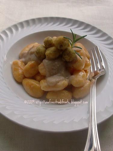 Gnocchi di zucca con crema di castagne e polpettine di funghi