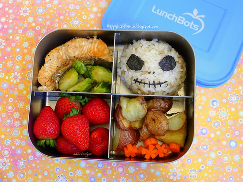 Jack Skellington and Salmon LunchBots Halloween Bento by sherimiya ♥