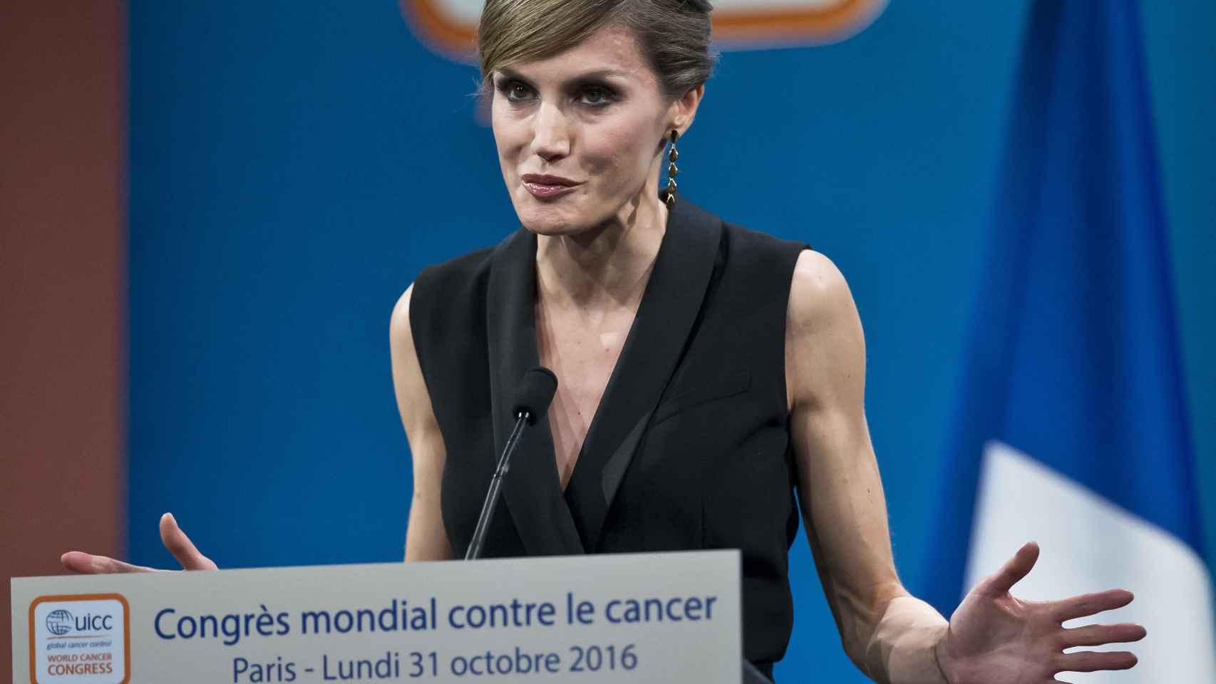 La reina Letizia durante un Congreso de Cáncer en París