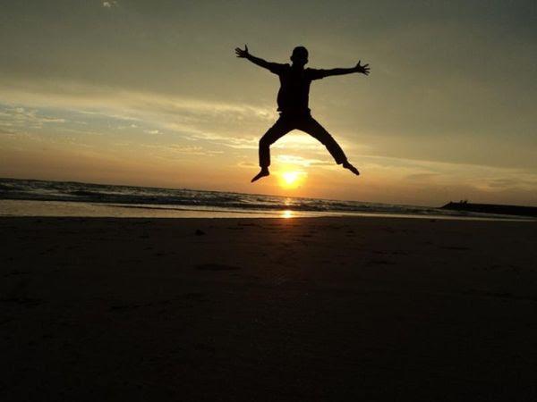 Ekspresi dengan view sunset