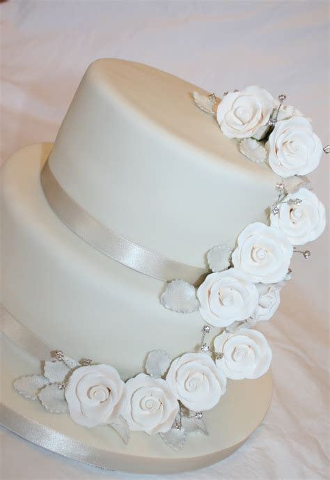 17 Best ideas about Two Tier Cake on Pinterest   Wedding