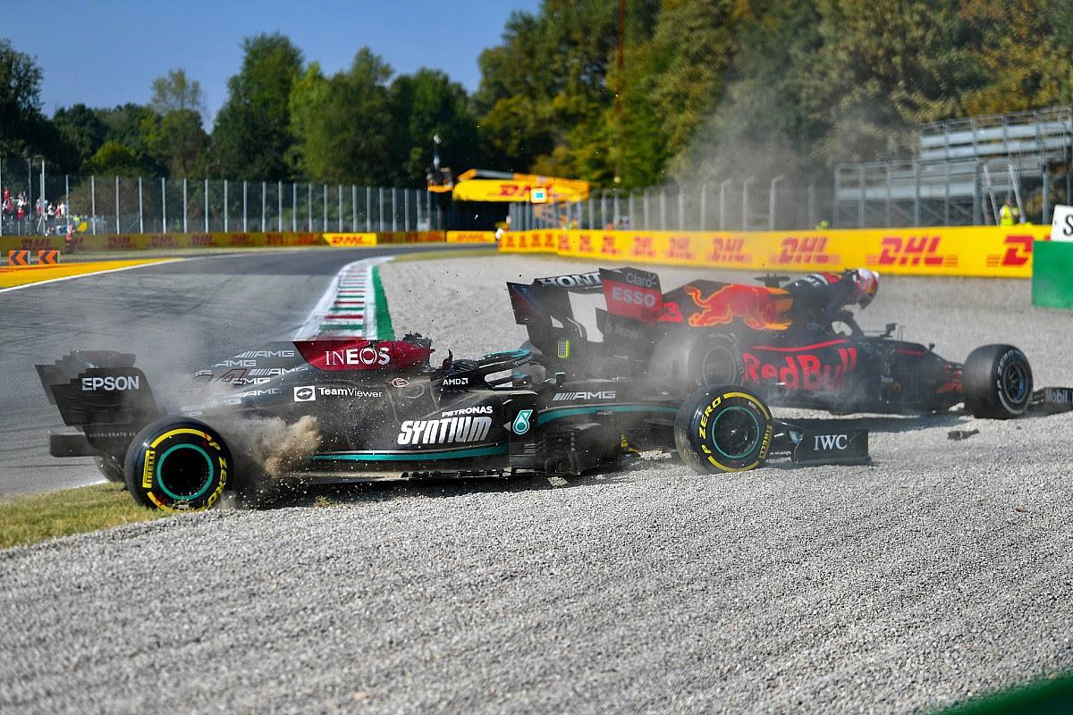"Verstappen/Hamilton crash showed ""lack of self-control"" - Hill"