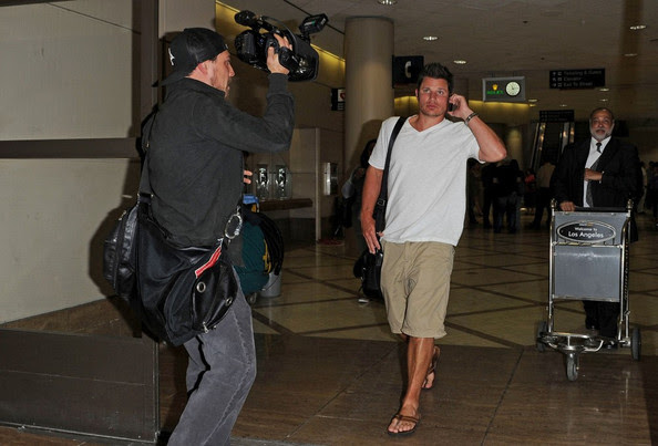 Nick Lachey - Nick Lachey on a Heated Phone Call at LAX