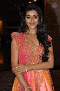 Pooja Jhaveri Photos - 2 of 42